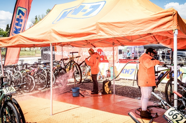 KH-7 washes your bike each stage!